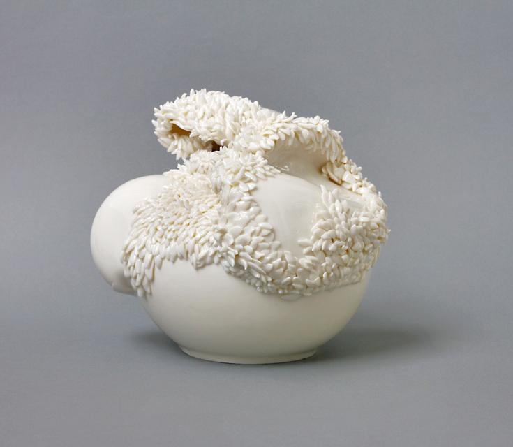 Angelika Arendt, porcelain, 22 x 20 x 20 cm