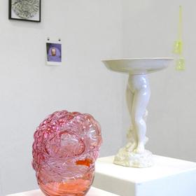 """""""3. Berlin Becher Triennale"""", Berlin Glas, Berlin - Angelika Arendt, Molekül, 2014 Glas, Draht, 18,5 x 15 x 14 cm"""